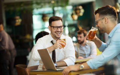 Jó ötlet bratyizni a kollégákkal vezetőként?